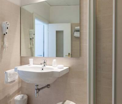 Hotel Nord Est Cattolica bagno camera
