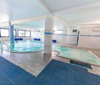 Hotel Nord Est Cattolica piscina dentro